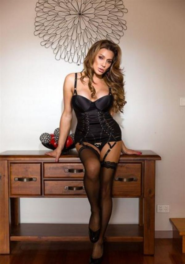 Girl escort service in Singapore from NZ Trans Ivana