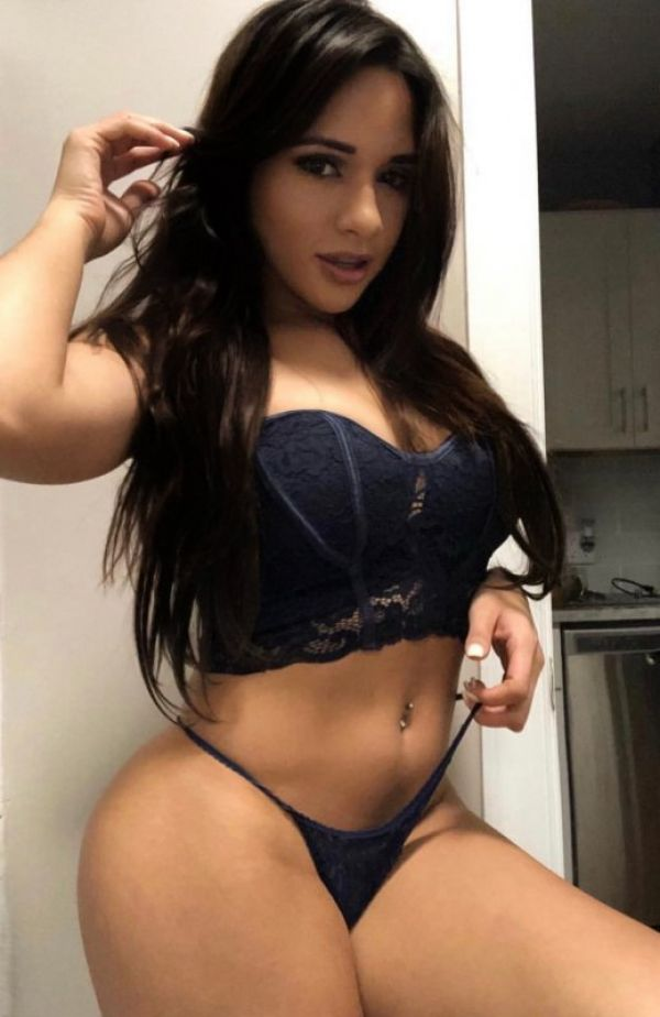Female escort Paola for sex in Singapore