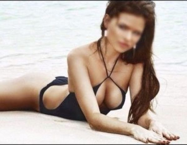 Top escorts in Singapore: sexy Elite Karolina, 4478 09 764 431
